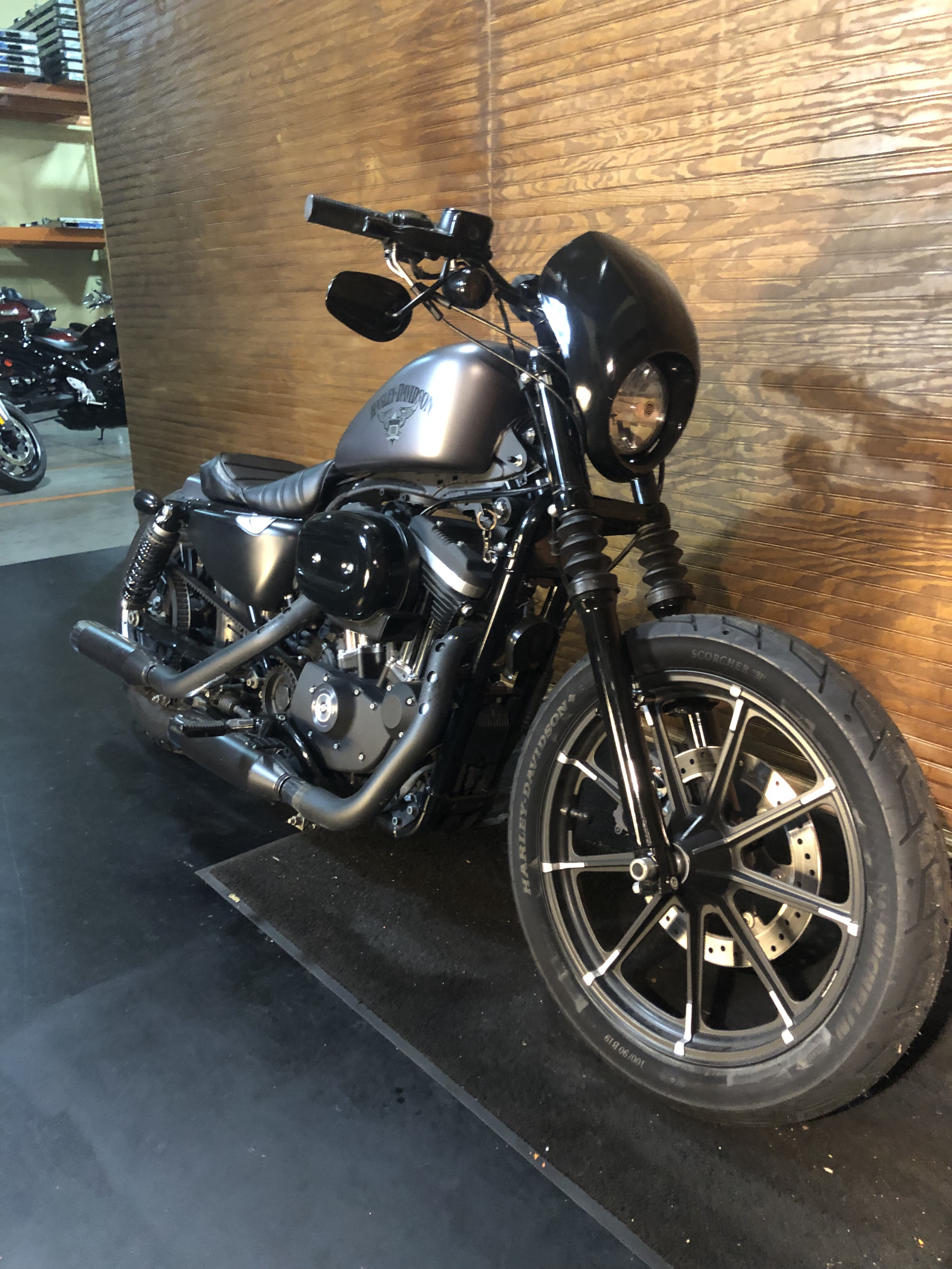 Pre-Owned 2016 Harley-Davidson Iron 883